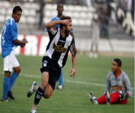 Gonzales Vigil celebra su gol
